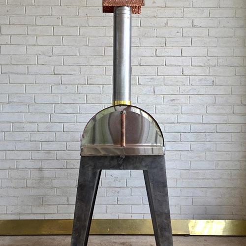 Rusty Fundi Pizza Oven