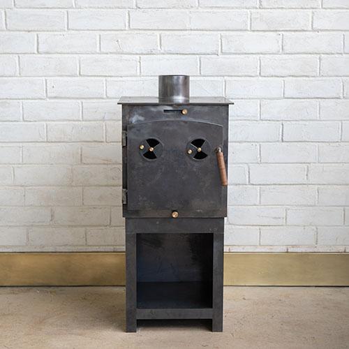 Small Vintage on Stand 1 rusty fundi wood burner
